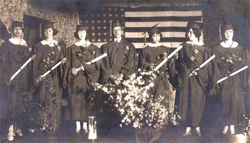 The last graduating class of the three-year Pine Township High School (1926).
