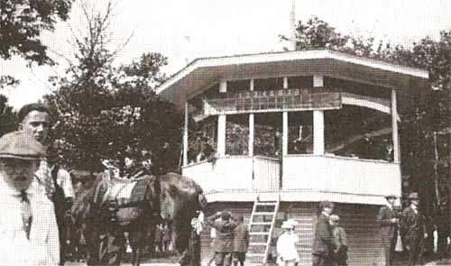 The band stand in Heilwood Park (1917).