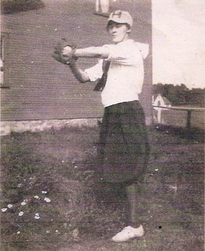 Heilwood Bloomer Girls pitcher,Carrie Henry (circa 1919).