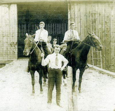 Photo taken in front of the livery stable in Heilwood (circa 1907).