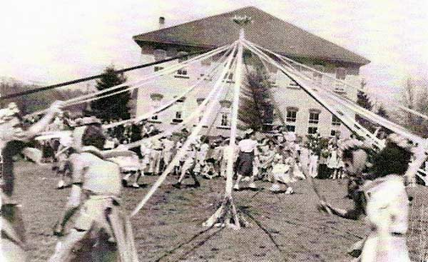 The winding of the maypole in Heilwood.