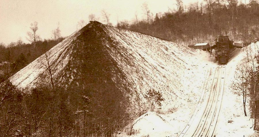Photo of a Heilwood boney pile, showing the end of the track near the top of the pile.