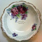 "Heilwood Company Serving Bowl: ""Christmas Greetings / The Heilwood Company / Heilwood, Pa."""