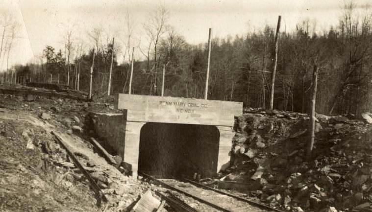 Possum Glory Mine, circa 1905.